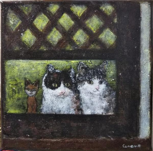 2匹の猫と木彫り猫